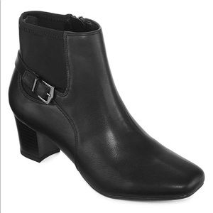 Shoes - NWT East Fifth Raine Heeled Bootie in Black SZ 9